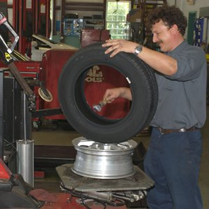 High quality tire machine allows Joe's Garage Inc to quickly and carefully install all type of tires on any wheel.
